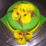 cream flower cake